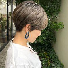 ikepi♡ 倉敷美容院/岡山美容院 ショート/アレンジはInstagramを利用しています:「【くびれショート×ハイトーンカラー】 . @u.u.930.u.u メンテナンス︎︎︎✌︎⍤⃝ . 久しぶりにバリカン使って 襟足かりあげちゃった🥴✂︎笑 . でもこの短さだからこそできる #くびれ…」 Japanese Short Hair, Japanese Hairstyle, Short Bob Hairstyles, Cute Hairstyles, Shot Hair Styles, Short Hair Cuts, Pixie, Hair Color, Hair Beauty