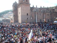 Semana Santa / Holy Week, how is it celebrated in Cusco? Read about it via the link. Peru Travel, Holy Week, World Famous, Flora And Fauna, Latin America, Art And Architecture, Dolores Park, Spanish, Religion
