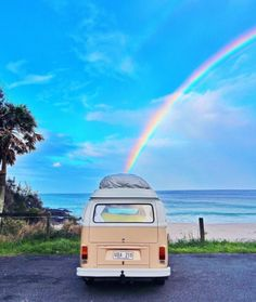 Widower sells Kombi to couple that remind him of his own marriage No day is the same in their van Scout with the couple enjoying long talks with other van-goers and getting bogged more than once Beach Aesthetic, Summer Aesthetic, Blue Aesthetic, Aesthetic Vintage, Aesthetic Photo, Aesthetic Pictures, Aesthetic Collage, Photo Wall Collage, Picture Wall