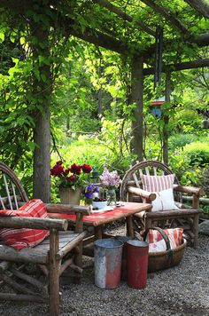 Rustic arbor and fab willow furniture in this secret spot in the garden. Oh, this looks cozy!