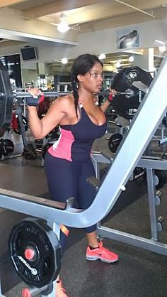 squat! Women Lifting, Back Injury, Lift Heavy, New Hobbies, Powerlifting, Glutes, Squats, Fitness Inspiration, Sexy Lingerie