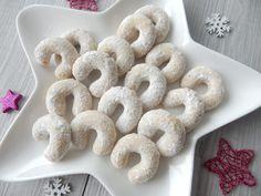 Recept na ty nejlepší vanilkové rohlíčky. Ověřený a léta odzkoušený recept. Křehké vanilkové rohlíčky, které se v puse jen rozplývají... Doughnut, Food And Drink, Favorite Recipes, Cookies, Baking, Sweet, Desserts, Christmas, Google
