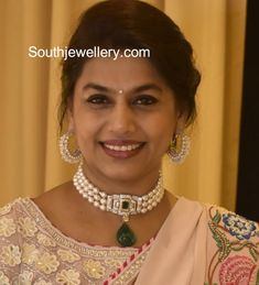 Pinky Reddy in a pearl choker set photo Gold Jewellery Design, Bead Jewellery, Beaded Jewelry, Emerald Jewelry, Gold Jewelry, Diamond Jewelry, Pinky Reddy, Pearl Choker Necklace, Diamond Choker