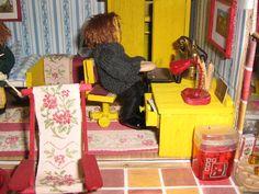 pencil sharpener as waste paper basket Waste Paper, Pencil Sharpener, Paper Basket, Home Appliances, Bedroom, House Appliances, Room, Appliances, Bed Room