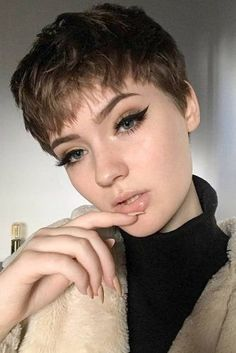 Today we have the most stylish 86 Cute Short Pixie Haircuts. We claim that you have never seen such elegant and eye-catching short hairstyles before. Pixie haircut, of course, offers a lot of options for the hair of the ladies'… Continue Reading → Short Hair Cuts For Round Faces, Round Face Haircuts, Short Pixie Haircuts, Hairstyles For Round Faces, Pixie Cut Round Face, Pixie Haircut For Round Faces, Girls With Short Hair, Choppy Haircuts, Undercut Hairstyles Women