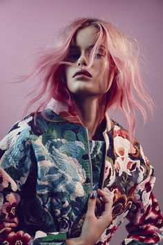 Pastel hair and Shakuhachi Flower Bomb Embroidered Bomber Jacket Foto Fashion, Fashion Shoot, Editorial Fashion, Fashion Beauty, Pink Fashion, Fashion 2018, Editorial Design, Fashion Fashion, Trendy Fashion