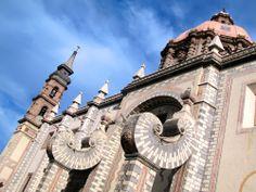 Si viajas a #Queretaro uno de los imperdibles arquitectónicos es el Templo Santa Rosa de Viterbo http://www.bestday.com.mx/Queretaro/Atracciones/
