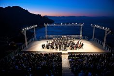 Sunrise Concert 2020 at Ravello Festival: tour package with hotel and concert at Villa Rufolo. Italian News, Costa, Oscar Niemeyer, Festival 2017, Concert Tickets, Vacation Packages, Amalfi Coast, Marina Bay Sands, Sunrise