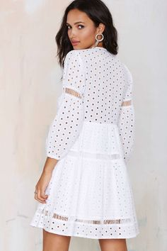 Cut your getting ready time in half with dresses that do all the work for you. From mini to maxi dresses and everything in between, it's time to dress to impress babe Modern Outfits, Classy Outfits, Eyelet Dress, Lace Dress, Hot Dress, Dress Skirt, Spring Dresses, Short Dresses, Dress Outfits