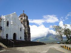 Daraga Church and Mayon Volcano in the background ~ Pinoy Adventurista | your next ultimate adventure starts here