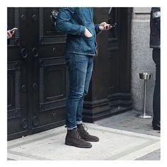 Jeans com Jeans e Bota ♥ Que tal TIME? Corram no Blog, pois no post de Hoje tem lançamento de uma Marca Nacional de Botas Masculinas 👉 machomoda.com.br