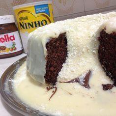 Mais uma opção de sobremesa para o seu amor! ❤️ #lookdofogaoespecialnamorados . BOLO VULCÃO NINHO COM NUTELLA . INGREDIENTES * 3 ovos * 1 xícara de farinha de trigo (peneirada) * 1 xícara de amido de milho (peneirado) * 1 xícara de açúcar * 1 xícara de óleo * 1 xícara de leite * 1 sopa de fermento em pó * 1 xícara de chá de cacau ou chocolate em pó BOLO Bata no liquidificador: Os ovos, o açúcar, o óleo e o leite Em outro refratário coloque o líquido e vá peneirando a farinha de trigo e o ami