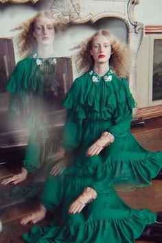 Vivetta Fall 2019 Ready-to-Wear Fashion Show - Vogue Green Fashion, Fashion Art, Editorial Fashion, Girl Fashion, Fashion Design, Fashion Ideas, Fashion Trends, Vogue Paris, Christian Dior