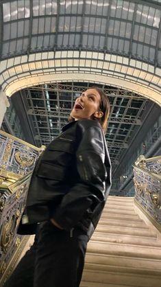 Bella Hadid Walking for Alyx Studio Menswear In Paris! Bella Hadid Outfits, Bella Hadid Style, Bella Hadid Photoshoot, Mrs Bella, Isabella Hadid, Models Off Duty, 2 Instagram, Celebs, Celebrities