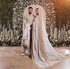 """Ranveer Singh and Deepika Padukone at their Mumbai Wedding Reception Wearing: Abu Jaani Sandeep Khosla "" Mode Bollywood, Bollywood Wedding, Desi Wedding, Bollywood Fashion, Bollywood Stars, Desi Bride, Saree Wedding, Gold Wedding, Deepika Padukone"