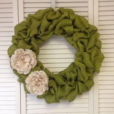 Green Wreath, Burlap Wreath with Ivory Burlap Flowers, Wreath for All Year - pinned by pin4etsy.com