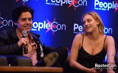 New Lili and Cole candids from their Rivercon panel on Saturday, March 31st! They are so cute ❤