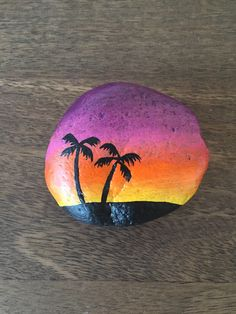 Hechas Painted Rock Cactus, Painted Rock Animals, Painted Rocks Craft, Hand Painted Rocks, Seashell Painting, Pebble Painting, Pebble Art, Stone Painting, Rock Painting Patterns
