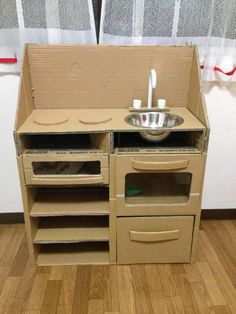 2014-10-23 19.38.58 Cardboard Crafts Kids, Cardboard Kitchen, Cardboard Play, Diy Cardboard Furniture, Cardboard Storage, Kids Furniture, Diy Kids Kitchen, Toy Kitchen, Diy Karton