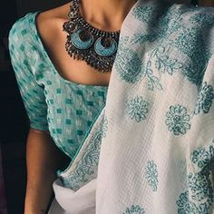 White and mint blue saree with blue necklace Trendy Sarees, Stylish Sarees, Saree Blouse Patterns, Saree Blouse Designs, Saree Jewellery, Fancy Jewellery, Designer Jewellery, Jewelry, Fashion Magazin