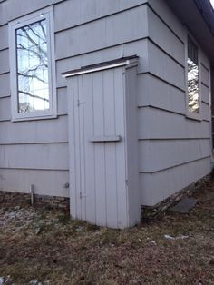 hide the ugly electrical meter . Electric Box, Pallet Tv Stands, Exterior Makeover, Hiding Places, Outdoor Living, Outdoor Decor, Back Patio, Outdoor Projects, Cable Box