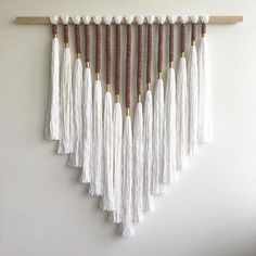 DIY Yarn Wall Hanging - Oversized Boho Tapestry Tutorial - DIY Wall Hanging Ideas The Effective Pictures We Offer You About easter crafts A quality picture c - Macrame Wall Hanging Diy, Macrame Art, Macrame Design, Macrame Mirror, Macrame Curtain, Macrame Knots, Yarn Wall Art, Diy Wall Art, Wall Art Crafts