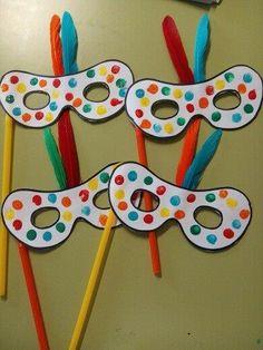 25 Mascaras de Carnaval para crianças Aluno On Daycare Crafts, Preschool Crafts, Diy Crafts For Kids, Easy Crafts, Arts And Crafts, Paper Crafts, Diy Carnival Games, Carnival Crafts, Carnival Masks