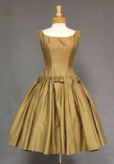 1950s Cocktail Dress - fab detail #Repin
