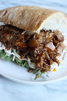 To try: pulled pork uit de slowcooker Large Slow Cooker, Crock Pot Slow Cooker, Slow Cooker Recipes, Slow Cooking, Slow Cooked Meals, Zucchini Tarte, Best Food Ever, Pulled Pork, Dinner Recipes