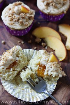 Peach Cobbler Cupcakes -- these are the PERFECT summer cupcake! Light peach cake filled with peach preserves and topped with a brown sugar cream cheese frosting and oatmeal crumble. Peach Cobbler Cupcakes, Peach Cobbler Dump Cake, Peach Cake, Frosting Recipes, Cupcake Recipes, Baking Recipes, Dessert Recipes, Baking Cupcakes, Cupcake Cakes