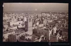 Cádiz.Fotografia de una vista de Cádiz.Años 20-30. - Foto 1 Cadiz, Paris Skyline, Travel, Old Photography, Antique Photos, Historia, Places, Fotografia, Viajes