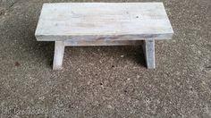 ασβεστωμένο μικρό ξύλινο πάγκο
