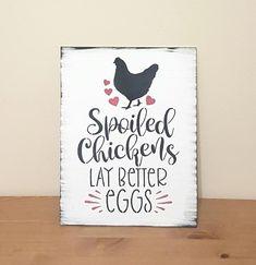Chicken Coop Decor, Chicken Home, Chicken Coop Signs, Chicken Crafts, Backyard Chicken Coops, Chickens Backyard, Funny Chicken, Baby Chickens, Raising Chickens