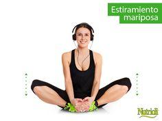 ¡Prevén lesiones dándole flexibilidad a tus músculos! Hoy te presentamos un estiramiento especial para la parte interna de los muslos que además trabaja perfectamente con tu postura. Colócate en la posición que aparece en la imagen, manteniendo tu espalda recta y las plantas de los pies una contra la otra. En esa posición sube y baja tus rodillas, simulando un aleteo. Haz 20 repeticiones y listo. Recuerda que es muy importante mantener la postura recta, no importa que tus piernas no bajen…