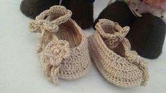 http://www.lojinhadobarraco.com.br/164641/sapatilha-menina-em-croche-2-a-4-meses