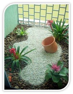 An empty terracotta pot is not just and empty pot. When used in landscapinig an empty pot or two can become a majore focal point to your garden. Garden Paths, Garden Art, Garden Design, Small Gardens, Outdoor Gardens, Pierre Decorative, Interior Garden, Outdoor Landscaping, Landscaping Ideas