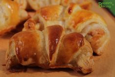 Croissants au jambon Croissants, Mini Croissant, Bread, Food, Recipes, Pickles, Swiss Recipes, Crescents, Eten