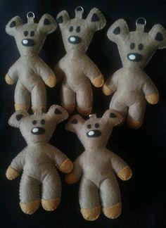 mr. bean teddy...felt plushies Mr. Bean, Handmade Felt, Plushies, Keychains, Teddy Bear, Facebook, Knitting, Sewing, Shop