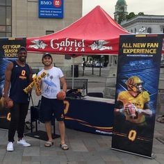 Join Queen's Gaels Nelkas Kwemo and Cole Hagger with Gabriel Pizza at #MoviesInTheSquare in Downtown Kingston! Join us The Wizard of Oz plays tonight at 9pm!  #gaelsinyourcommunity - http://ift.tt/1HQJd81