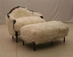 furry chair and ottoman-does it come in darker chocolate? Looks warm. Leather Recliner Chair, Chair And Ottoman, Luxury Furniture, Cool Furniture, Vintage Furniture, Best Chairs Glider, Custom Slipcovers, Cool Chairs, Fur Chairs