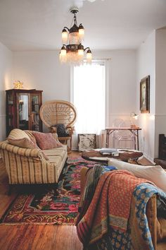 Latest Interior Design Ideas. That rug!