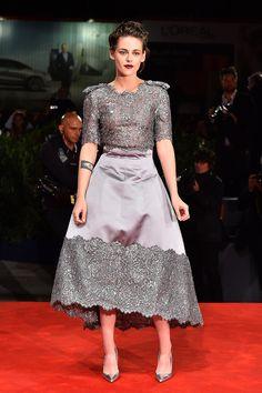 Kristen Stewart en robe Chanel grise
