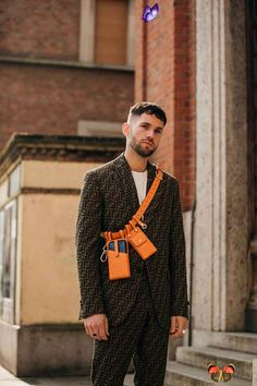 The Best Street Style From Milan Fashion Week El mejor estilo de la calle de la Semana de la Moda de Milán 2019 | Vogue británica<br> The street-style set has gladly swapped stormy London for brighter skies in Italy's fashion capital Tall Men Fashion, High Street Fashion, Men Street, Mens Fashion, Milan Fashion, Fashion Trends, Best Street Style, Street Style Trends, Street Styles