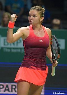 .@Simona_Halep will secure #WTAFinals Semifinal spot IF she defeats Sharapova--> http://wtatenn.is/ZCo79f