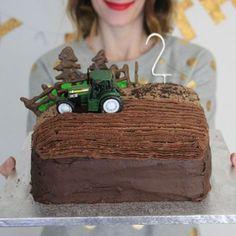 tractor cake diy-little-button-diaries 2nd Birthday Cake Boy, Tractor Birthday Cakes, Boy Birthday Parties, Tractor Cakes, Birthday Banners, Birthday Invitations, Farm Cake, Birthday Cake Decorating, Diy Cake