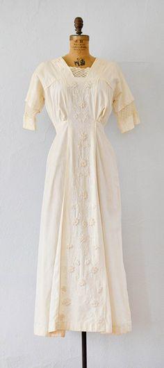She Walks in Beauty Dress | antiqued Edwardian lawn dress #Edwardian #antiquedress #1910s