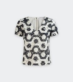 Short sleeve blouse in printed embroidery. NESSA blouse's geometric lace plays on contrasting black and white for a graphic look