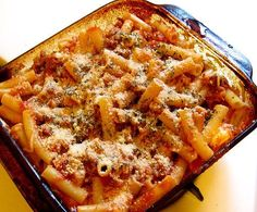 Baked Ziti - This baked ziti recipe is a simple Italian casserole dish that is ready in under an hour and is great for large family get togethers! Ingredients:  1 lb lean ground beef 1 cup chopped onions 2 minced garlic cloves 32 ounces of red sauce (meatless) 1 cup chicken broth 1 teaspoon dried oregano leaves 16 ounce package ziti pasta, cooked and drained shredded mozzarella cheese ... #pasta #recipes