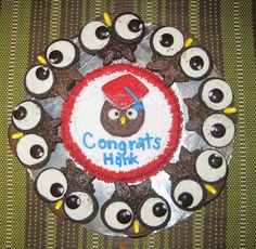 """Owl graduation cake with cupcakes (idea from """"Hello Cupcakes"""")"""