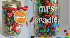 Great gift idea for M&M's / Candy in a jar! Under 10 DIY Mason Jar Christmas Gift Craft Ideas